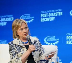 """Hillary Clinton denuncia el """"comportamiento deshonroso"""" del gobierno de Rosselló"""