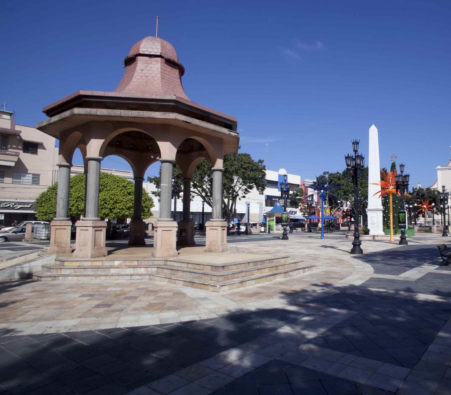 Plaza del recreo del municipio de Arecibo. (GFR Media) (semisquare-x3)