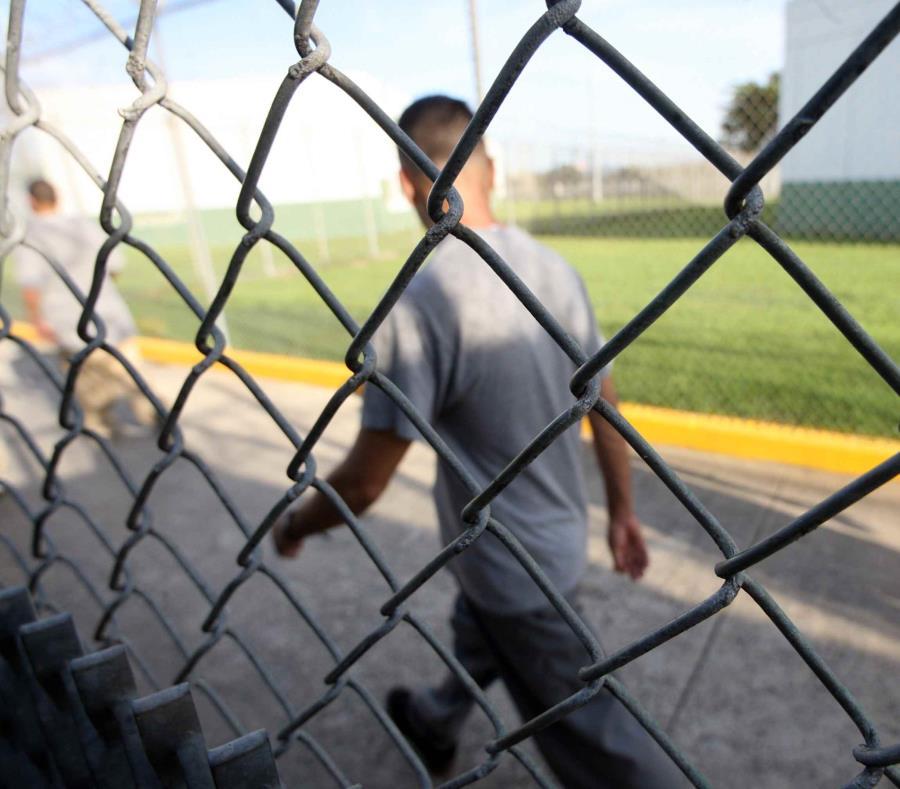De los Ángeles Ortiz, de 58 años y de Manatí, fue trasladada a la fiscalía en Aguadilla (semisquare-x3)