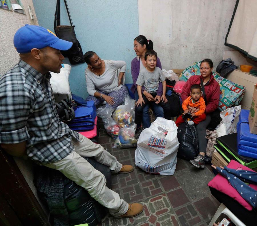 Una familia venezolana en Colombia (semisquare-x3)