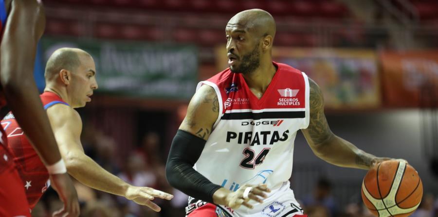 Reyshawn Terry lució con 32 puntos y 14 rebotes en la victoria de los Piratas sobre los Capitanes de Arecibo. (GFR Media) (horizontal-x3)