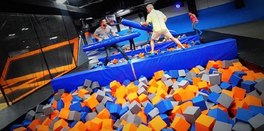 """El parque incluirá varias actividades tales como """"Dodgeball"""", trampolines de alto rendimiento tipo olímpico, baloncesto con trampolines diseñados para donquear y un nuevo trampolín de fútbol, entre otras atracciones. (Suministrada) (horizontal-x3)"""