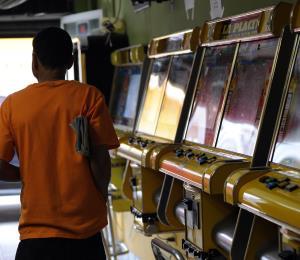 El Senado busca que dueños de las máquinas tragamonedas paguen
