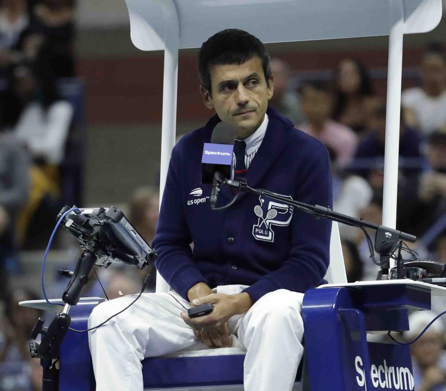 El juez de silla Carlos Ramos. (AP) (semisquare-x3)