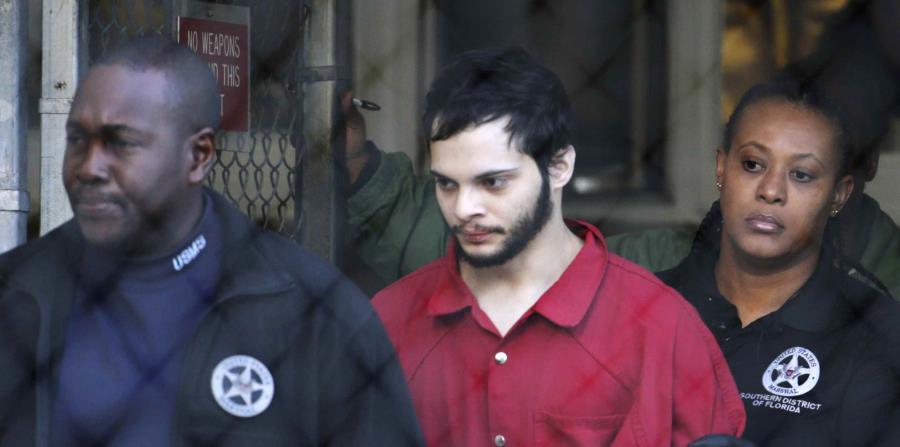 Esteban Santiago es trasladado desde la cárcel de Broward County hasta la corte de Fort Lauderdale, en Florida. (AP) (horizontal-x3)