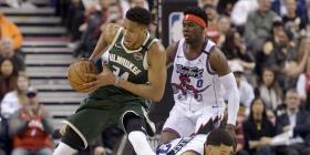 Triunfan los Bucks sobre los campeones Raptors
