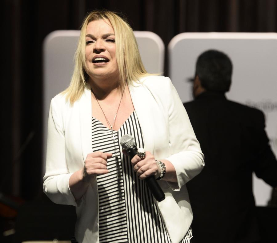 La cantante Ednita Nazario (semisquare-x3)