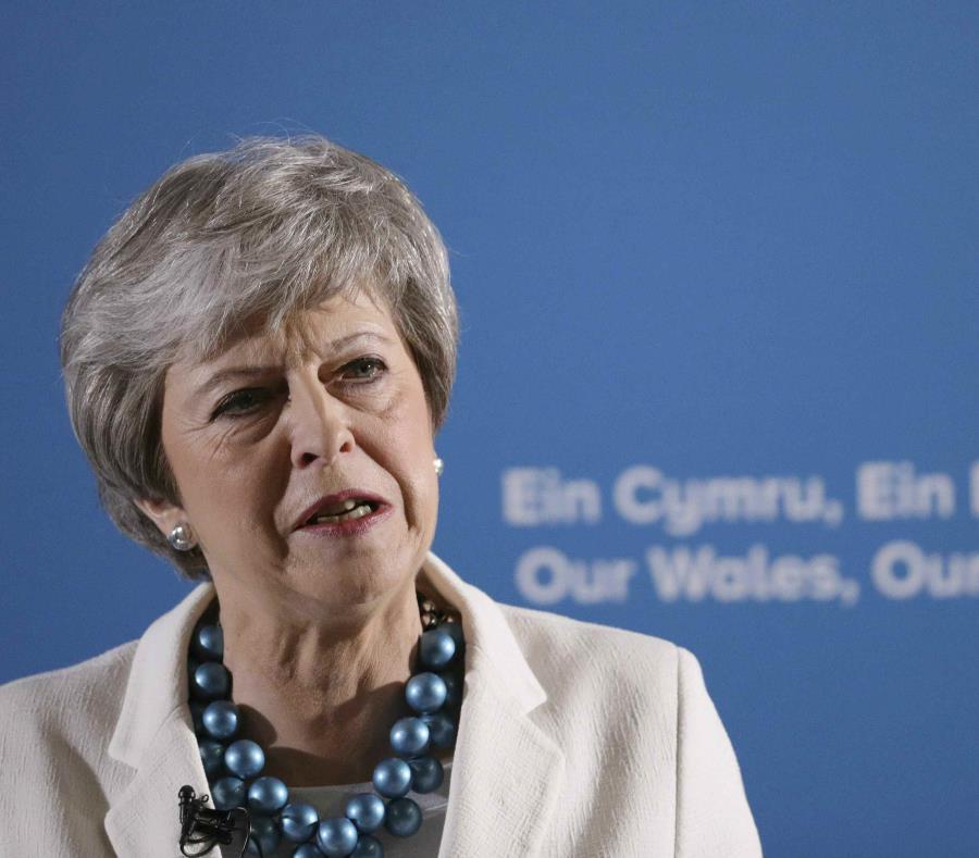 La primera ministra británica, Theresa May, se dirige a los delegados durante la conferencia anual de los Conservadores Escoceses en el Centro de Exposiciones Aberdeen, el viernes 3 de mayo de 2019. (Jane Barlow / PA vía AP) (semisquare-x3)