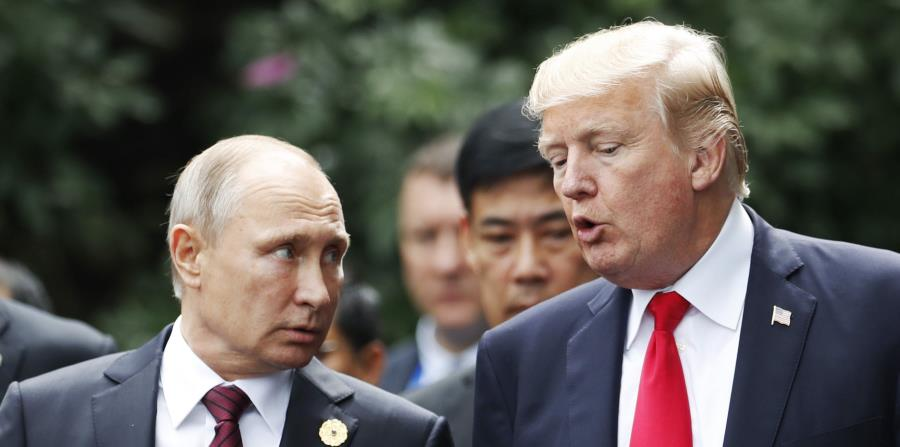 El presidente de Rusia, Vladimir Putin, junto al presidente de EE.UU. Donald Trump (horizontal-x3)