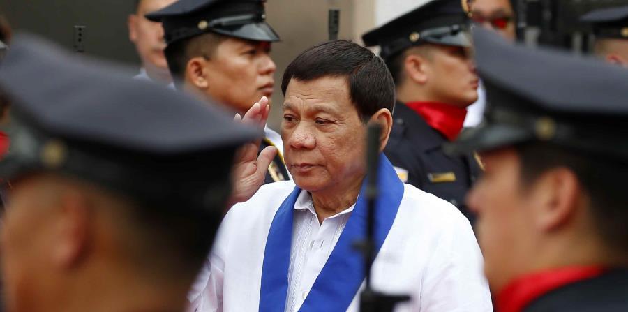 El presidente filipino, de 72 años, mujeriego confeso y conocido por sus habituales discursos fuera de tono, ya ha sido objeto de polémica en numerosas ocasiones por comentarios considerados sexistas, misóginos o despectivos hacia las mujeres. Rodrigo Dut (horizontal-x3)