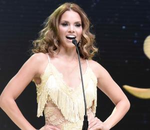 Ex Miss Universe Toa Baja posa para la revista Playboy