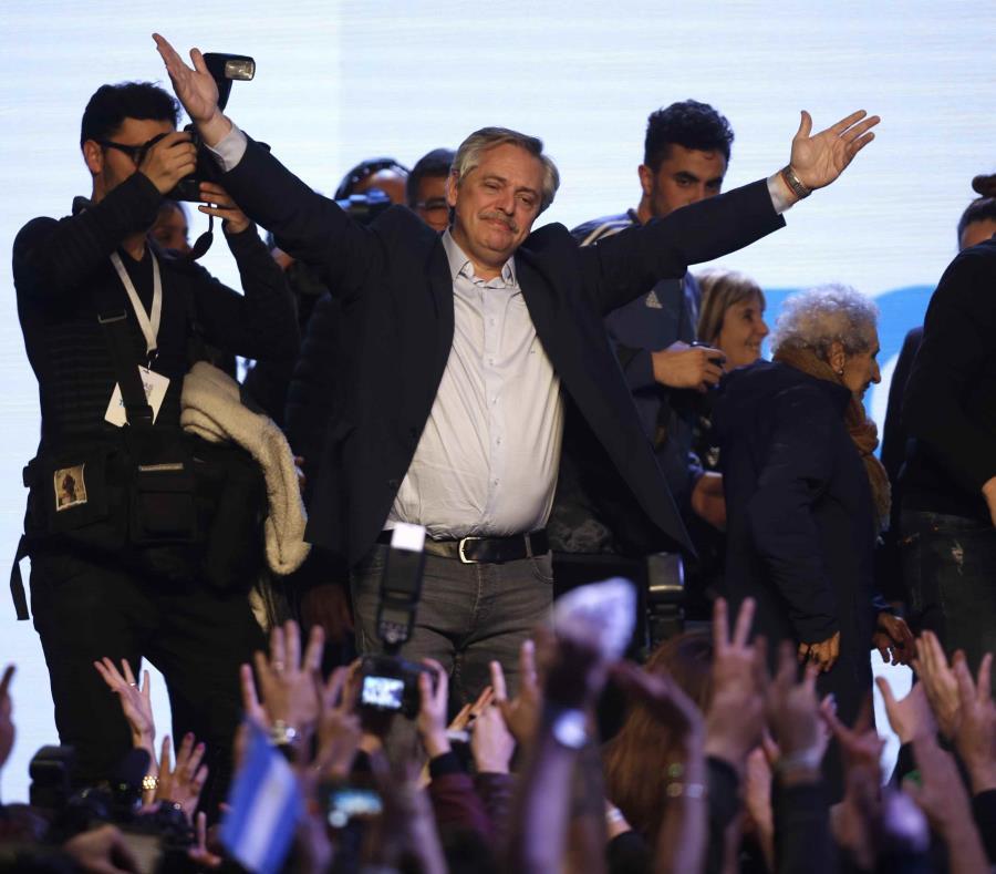 Macri atribuye depreciación del peso al triunfo de la oposición