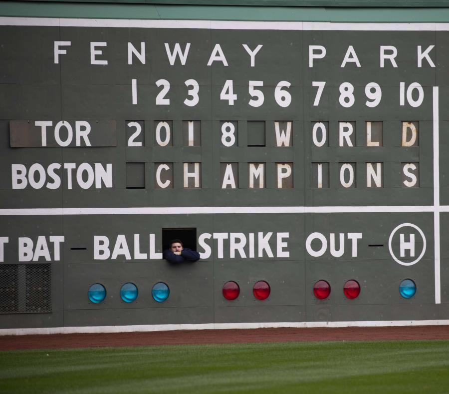 Los Red Sox jugaron sus primeros 11 partidos en la carretera antes de inaugurar la campaña en el Fenway Park. (semisquare-x3)
