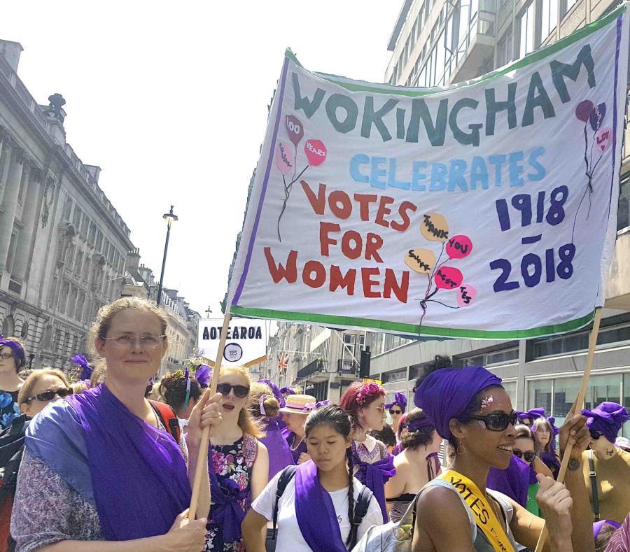 Unas mujeres de Wokingham salieron a marchar a las calles de Gran Bretaña. (semisquare-x3)