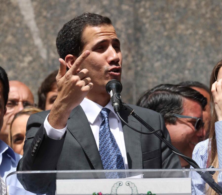 Juan Guaidó, quien en enero asumió como presidente encargado, fue reconocido por más de 50 países (semisquare-x3)