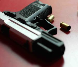 Asesinan a mujer en Salinas que viajaba como pasajera en un vehículo