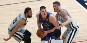 Los Nuggets vapulean a los Spurs y están a un triunfo de avanzar