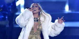 Jennifer López se roba el show en los Premios MTV