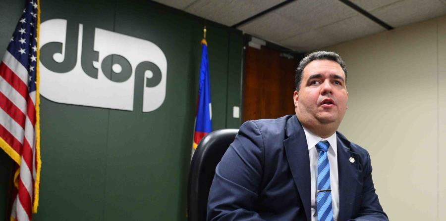El secretario del DTOP, Carlos Contrera, pondera cancelar el contrato por la administración del AutoExpreso. (GFR Media) (horizontal-x3)