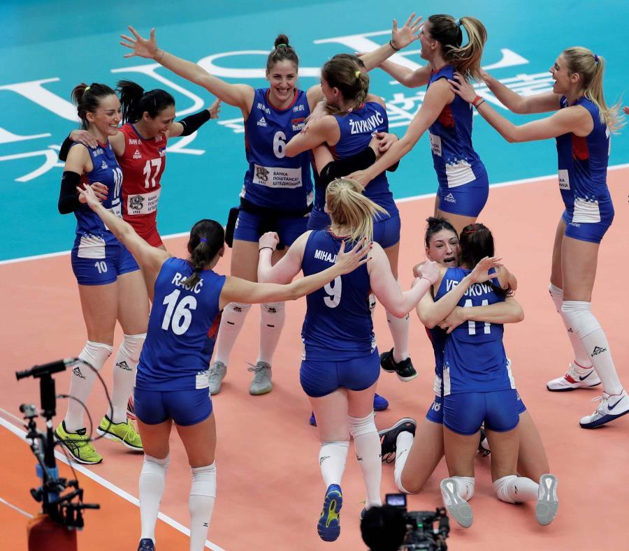 Las jugadoras serbias celebran su victoria ante Holanda. (EFE) (semisquare-x3)