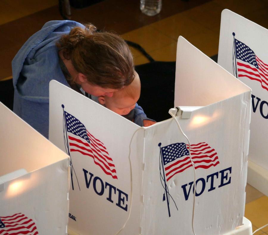 Un centro de votación en Estados Unidos (semisquare-x3)