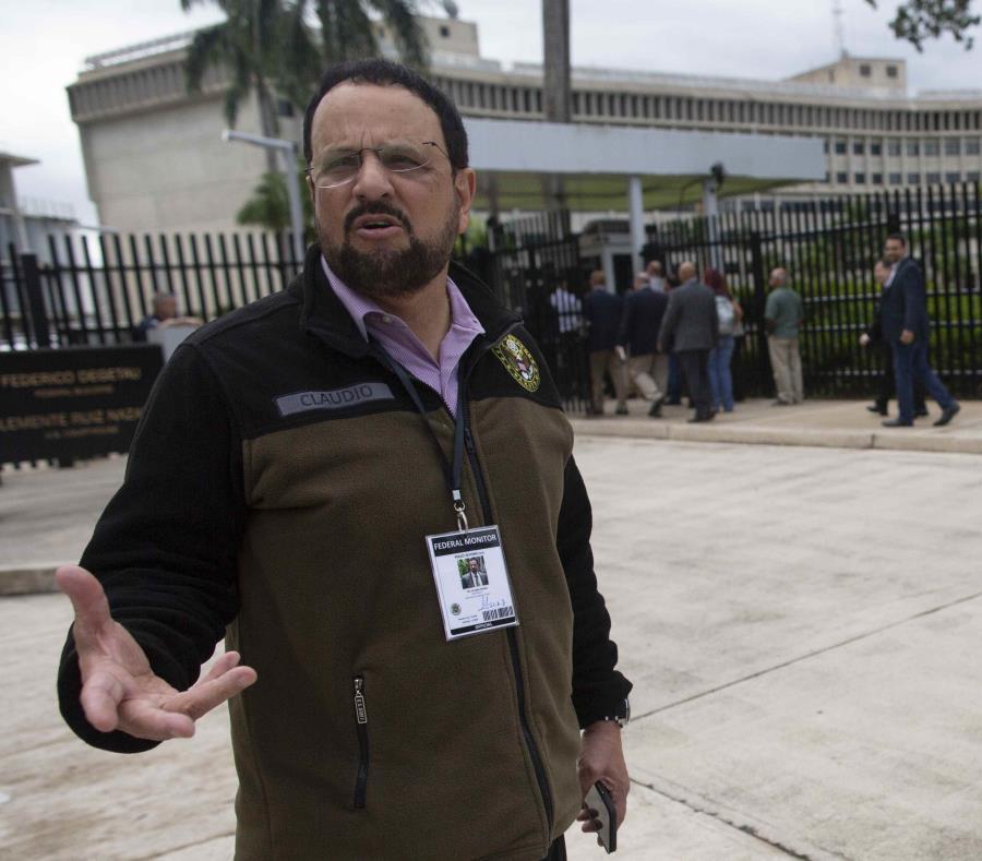 El monitor federal Arnaldo Claudio a las afueras del Tribunal federal, en Hato Rey, el pasado enero. (GFR Media) (semisquare-x3)
