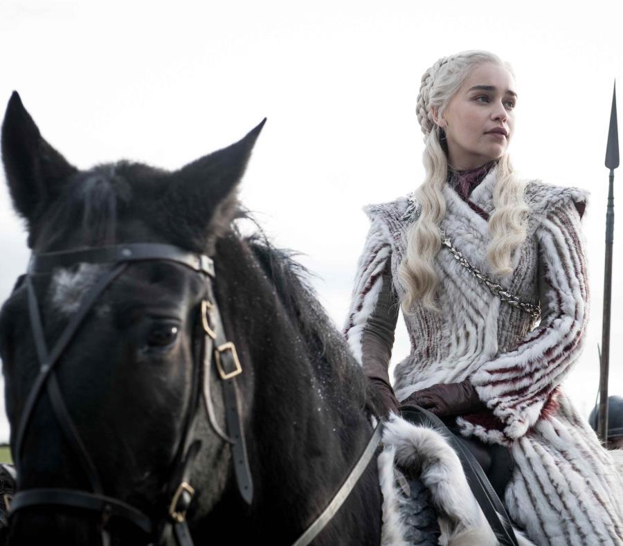 La actriz Emilia Clarke interpretando a Daenerys Targaryen en Game of Thrones. (GFR Media) (semisquare-x3)