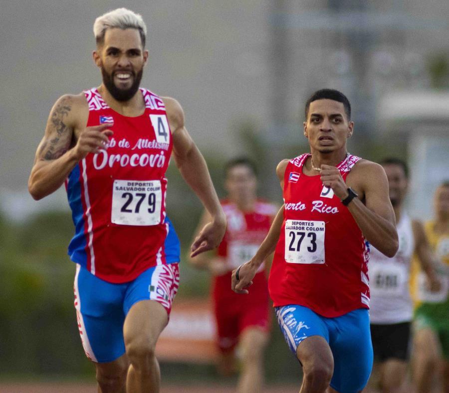 Wesley Vázquez (izquierda) se despega de Andrés Arroyo durante la carrera de 800 metros en Gurabo. (semisquare-x3)