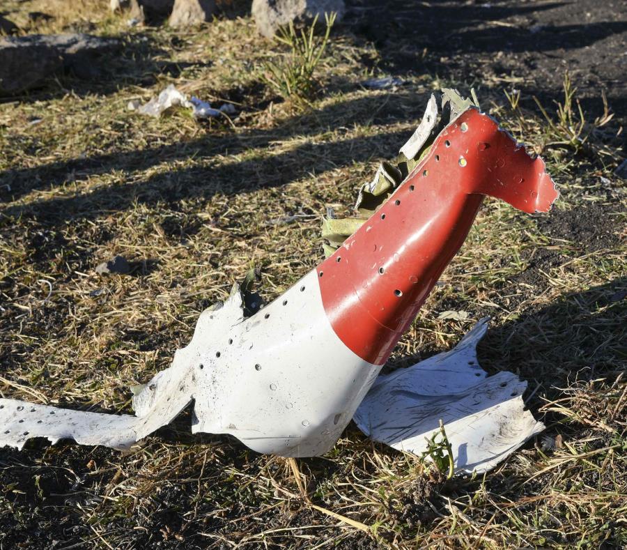 Restos del fuselaje del avión de Ethiopian Airlines siniestrado el pasado domingo cerca del aeropuerto de la ciudad de Adís Abeba, Etiopía. (semisquare-x3)