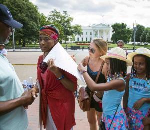 Realizan una vigilia por Aretha Franklin en Detroit