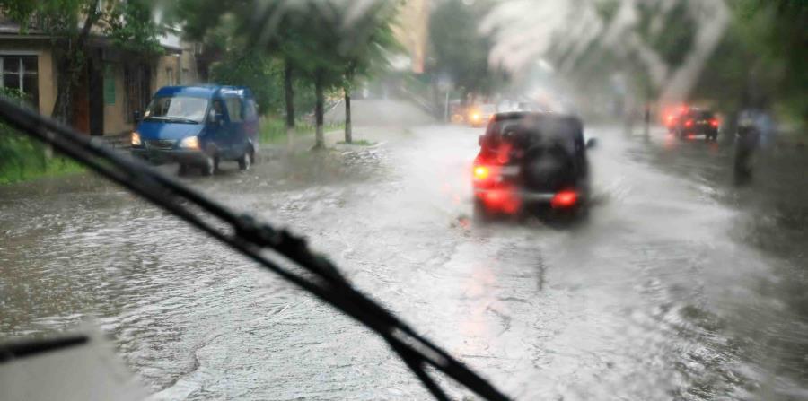 Durante y después del huracán no pases por áreas que estén inundadas. (horizontal-x3)
