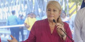 Wanda Vázquez firma la Ley de Transformación y Alivio Energético