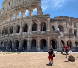 Regresan con timidez las vacaciones en Roma
