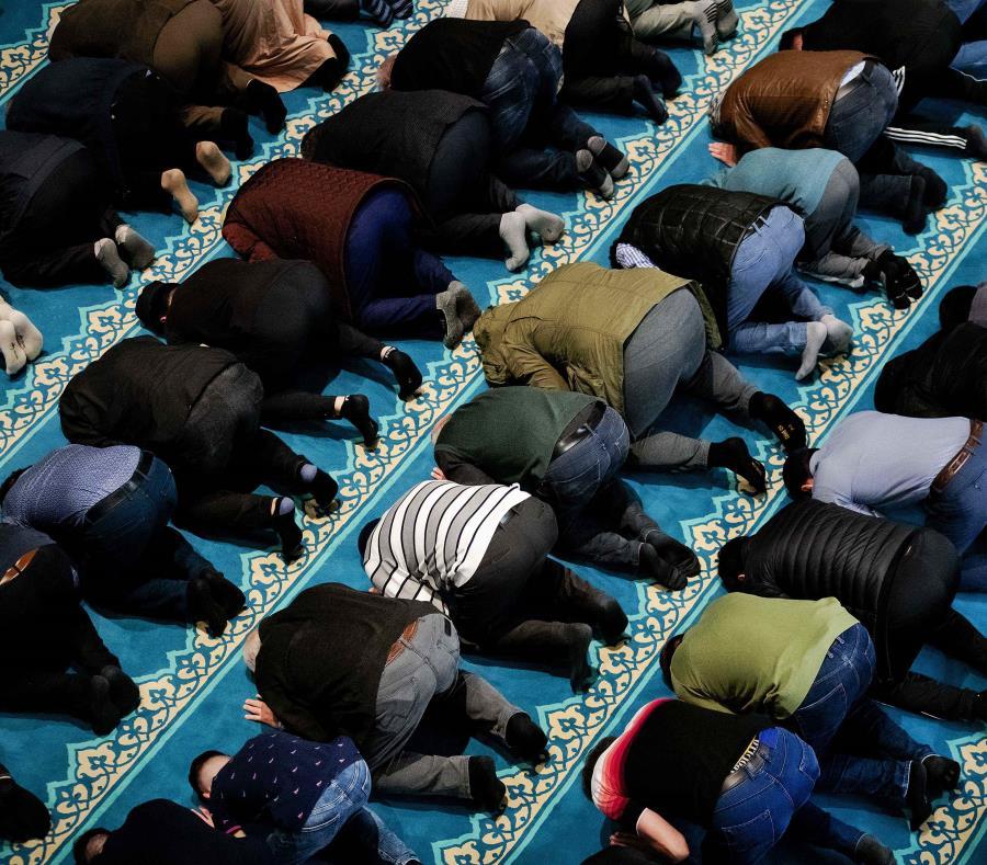 El Ramadán tiene lugar cada año en el noveno mes del calendario lunar musulmán (semisquare-x3)