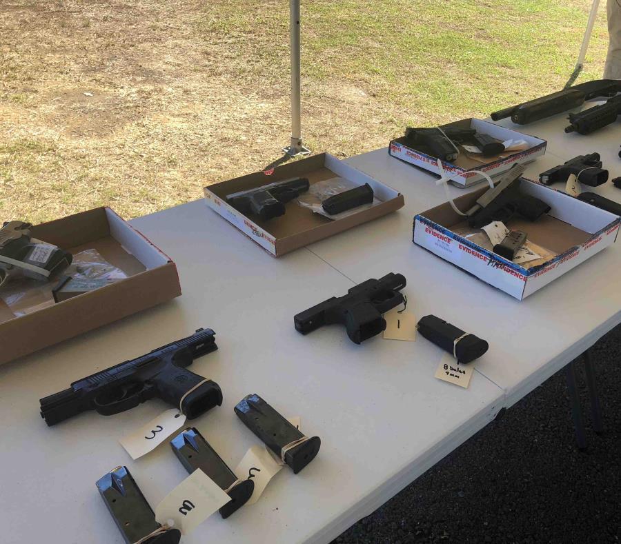 Parte de las armas que fueron incautadas. (Wilma Maldonado) (semisquare-x3)