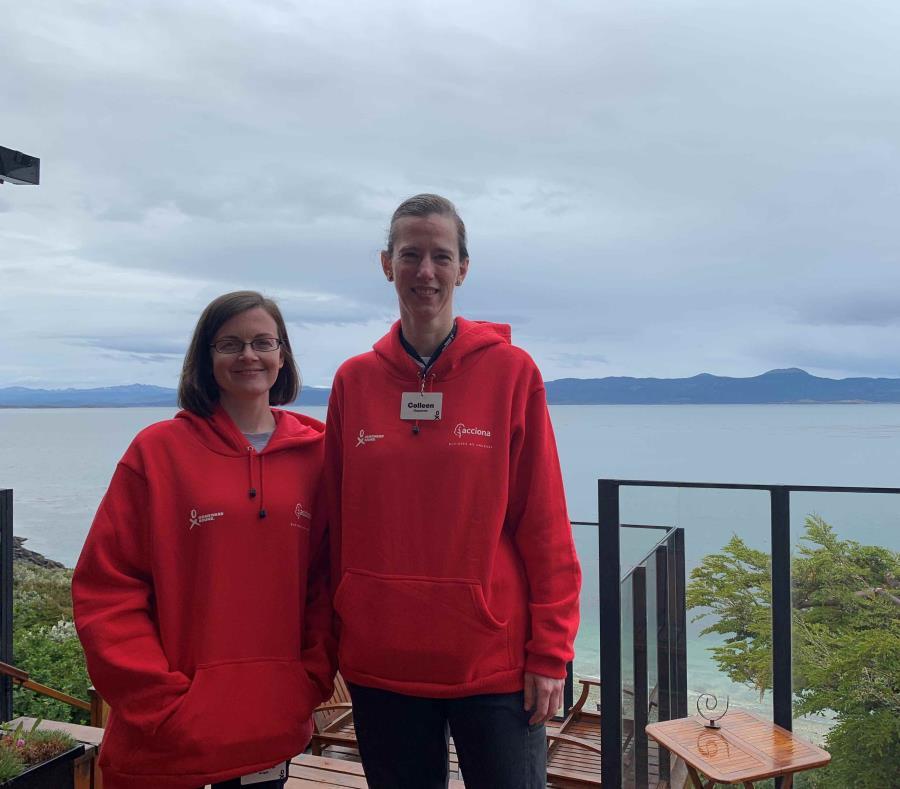 Las expedicionarias Collin y Nicole hoy en Ushuaia (Argentina), antes de emprender su viaje a la Antártida. (Agencia EFE) (semisquare-x3)