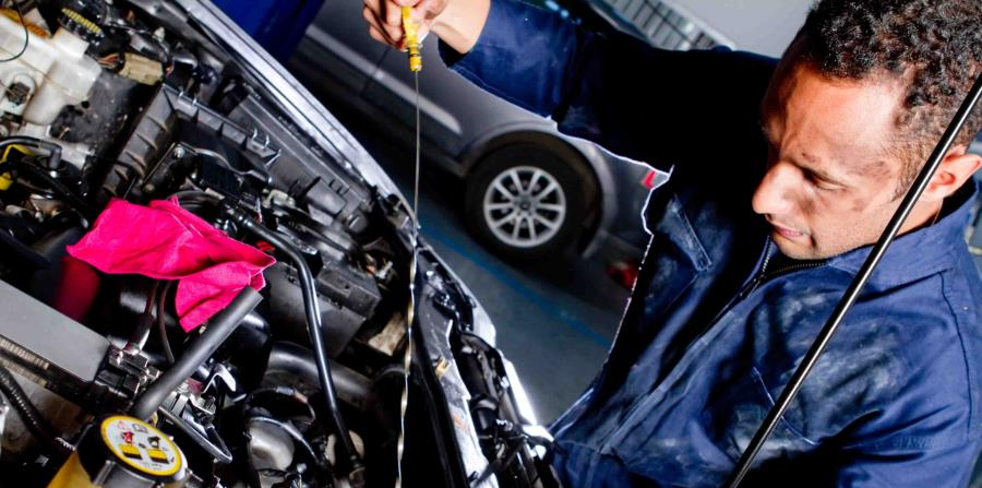 El aceite de motor se debe reemplazar cada 3,000 millas, junto con el filtro. (horizontal-x3)