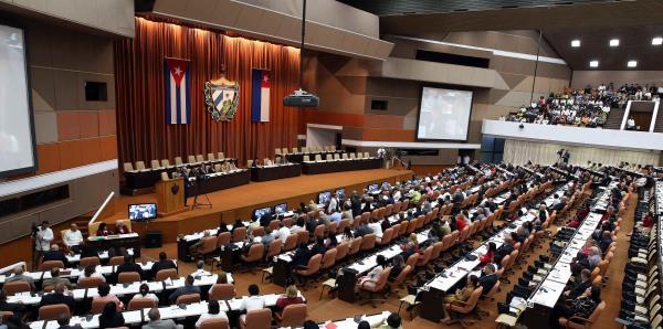 """Díaz-Canel asegura que en Cuba """"no habrá giros capitalistas"""""""