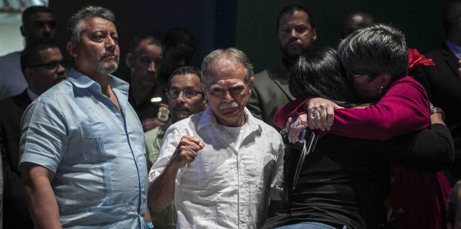 López Rivera críticó al plebiscito que se realizará el próximo domingo en la isla a su llegada a Nueva York. (horizontal-x3)