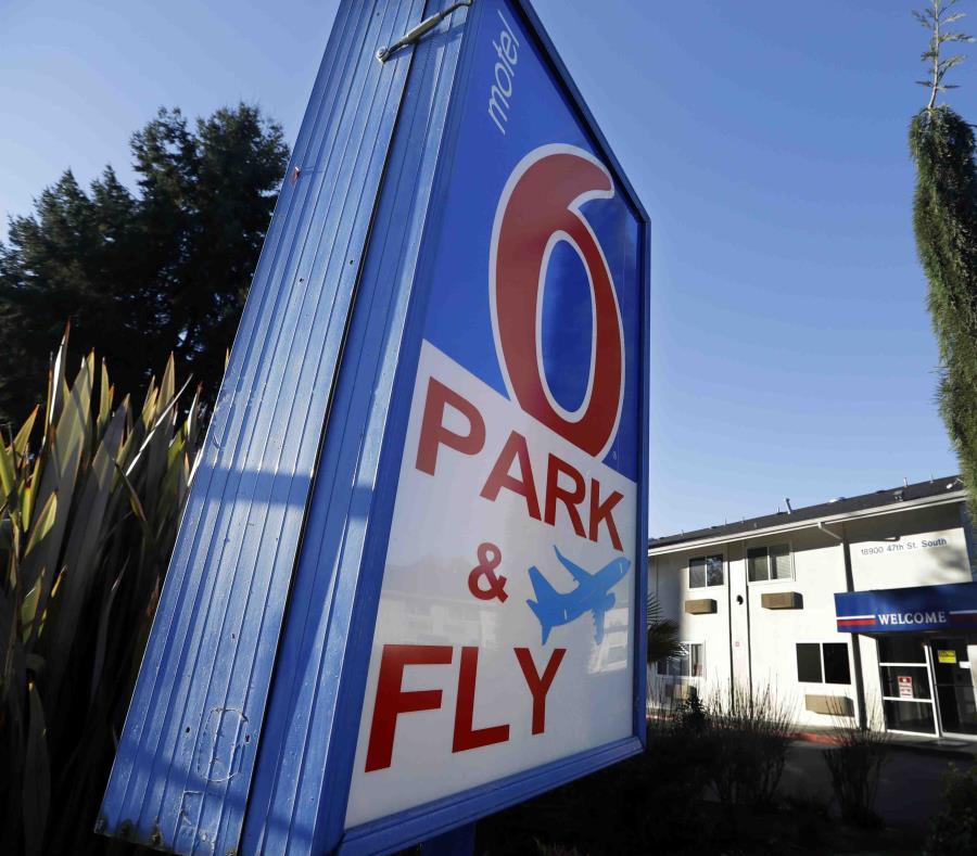 Motel 6 había acordado pagar $7.6 millones por una demanda colectiva en Arizona por el mismo motivo. (AP) (semisquare-x3)