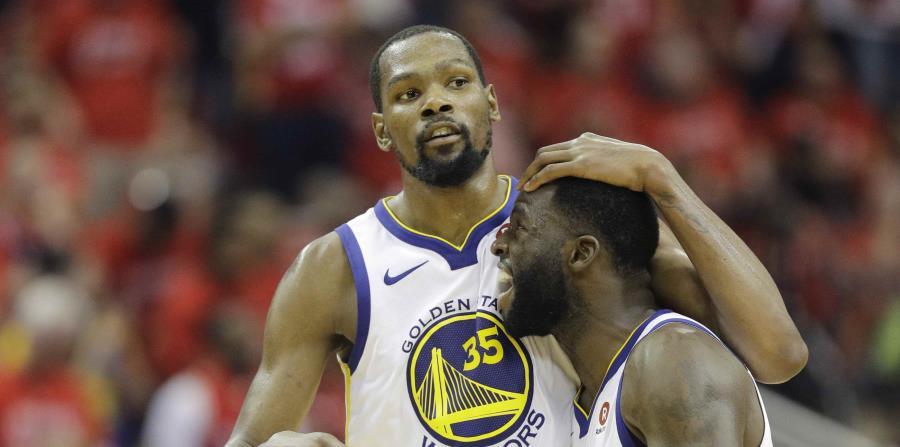 Kevin Durant y Draymond Green, de los Warriors de Golden State, celebran el pase a la final. (AP) (horizontal-x3)