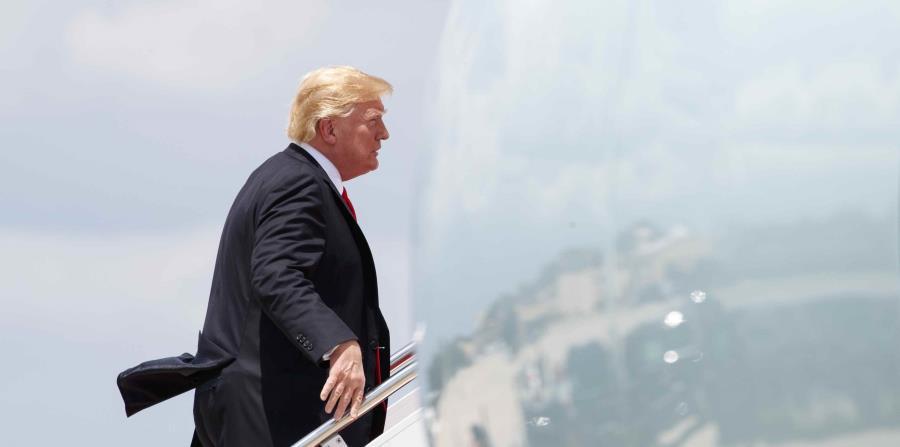 El presidente de Estados Unidos, Donald Trump, sube a bordo del Air Force One (horizontal-x3)
