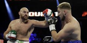 Tyson Fury retiene su récord al vencer al sueco Otto Wallin en una sangrienta pelea