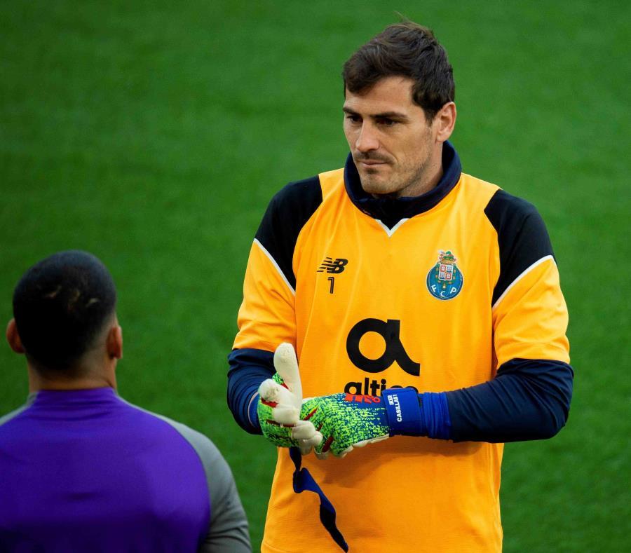 Este mismo año, Iker Casillas (arriba), hasta que sufrió el infarto el pasado 1 de mayo, tenía uno de los mejores registros de Europa. (EFE / Peter Powell) (semisquare-x3)