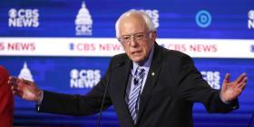 Bernie Sanders fue el blanco de los ataques en el debate demócrata de anoche