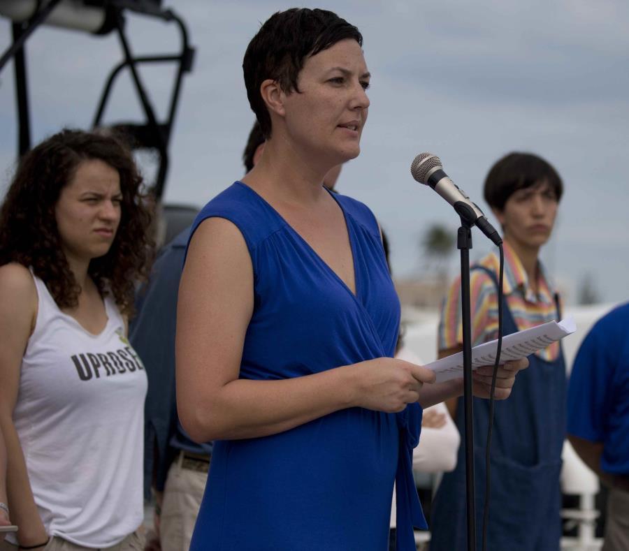 Hannah Strange, portavoz de Greenpeace, dijo que la L:ey Jones les ha causado problemas a la hora de transportar suministros de emergencia a Puerto Rico. (semisquare-x3)