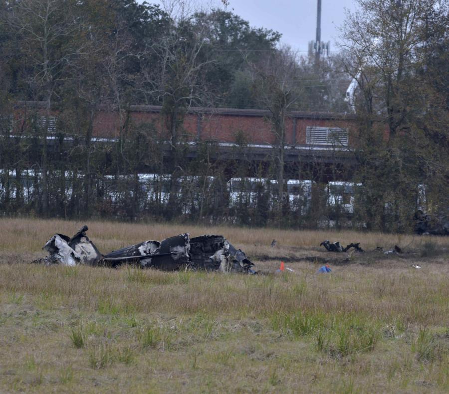 Choque de avioneta deja 5 muertos en EU