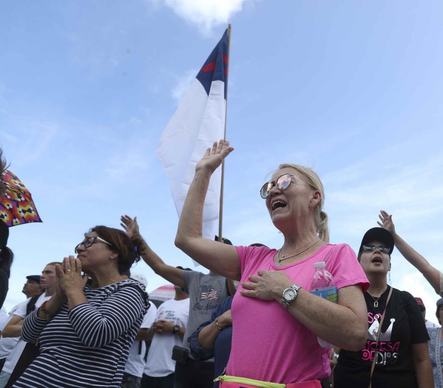 Grupos religiosos se manifestaron el sábado a favor de restringir el aborto y el proyecto de Libertad Religiosa. (semisquare-x3)