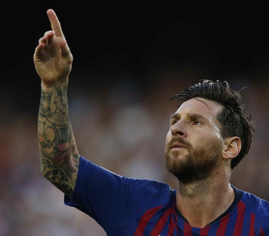 El argentino Lionel Messi festeja luego de anotar el primer tanto del Barcelona ante el PSV de Eindhoven, en un partido de la Liga de Campeones de Europa (semisquare-x3)