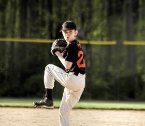 ¿Cómo cuidar el brazo de un lanzador desde la niñez?